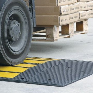 SMTC900 Traffic Calming Rubber Hump