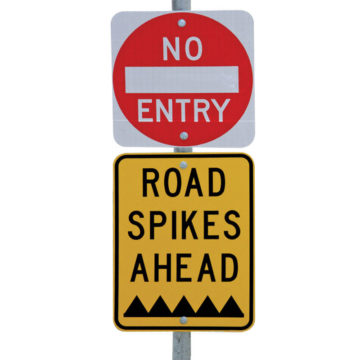 BRSE One Way Security Road Spikes Sign Warning Kit